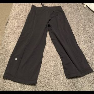Lululemon black crop pants 6